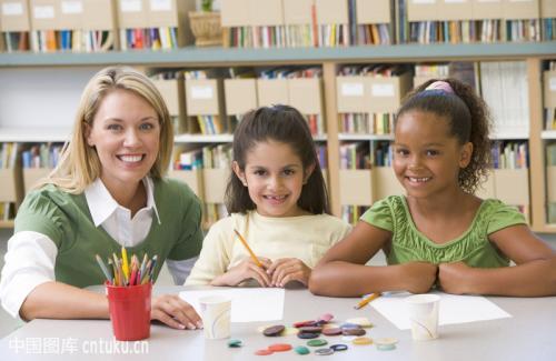 韩国、日本、法国、美国、中国幼师行业比较