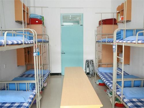 西安北方汽车学校的宿舍条件和食堂情况